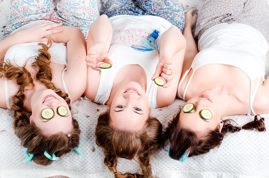 ladies-teen-pamper-parties-having-naked-irish-girl-lesbian
